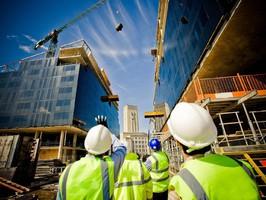 albañiles en edificación en altura